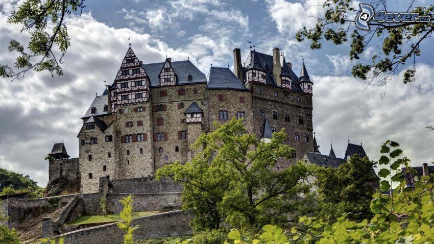 Eltz Castle, grenar
