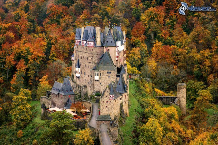 Eltz Castle, höstskog
