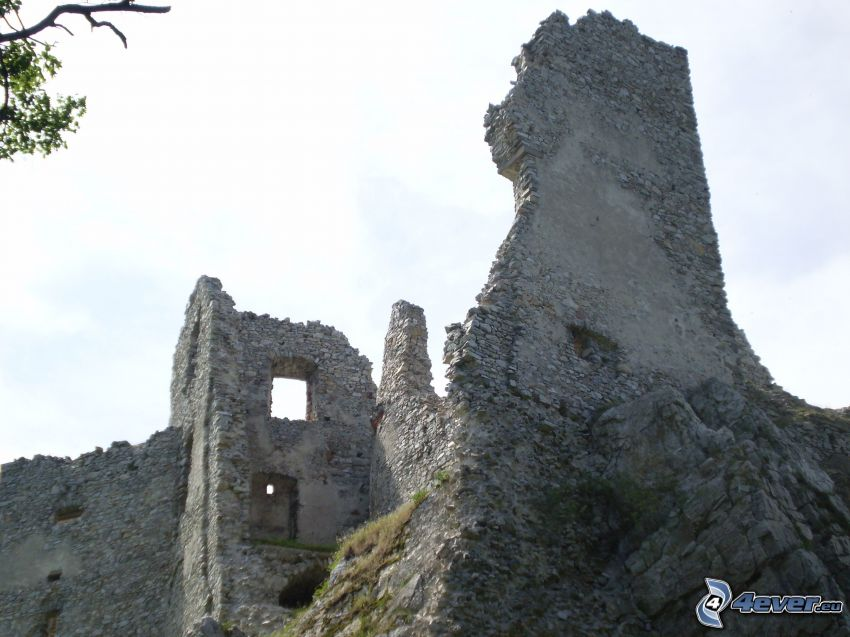 Hrušov, slott, ruin