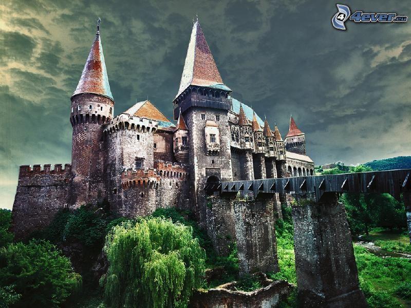 Hunyad, slott, mörka moln, HDR