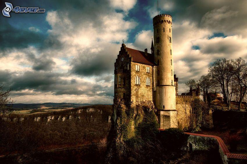 Lichtenstein Castle, moln, HDR