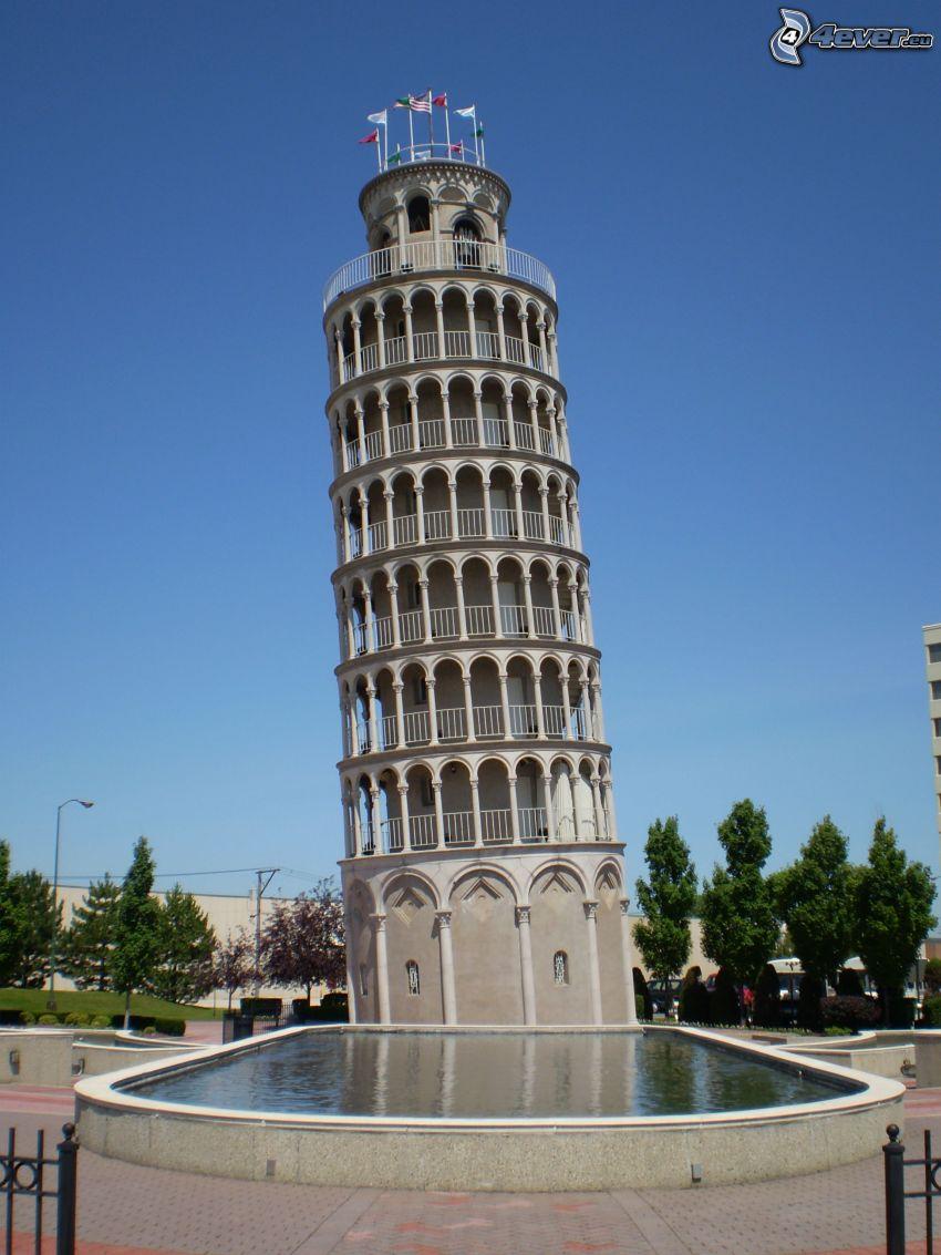 Lutande tornet i Pisa, bassäng
