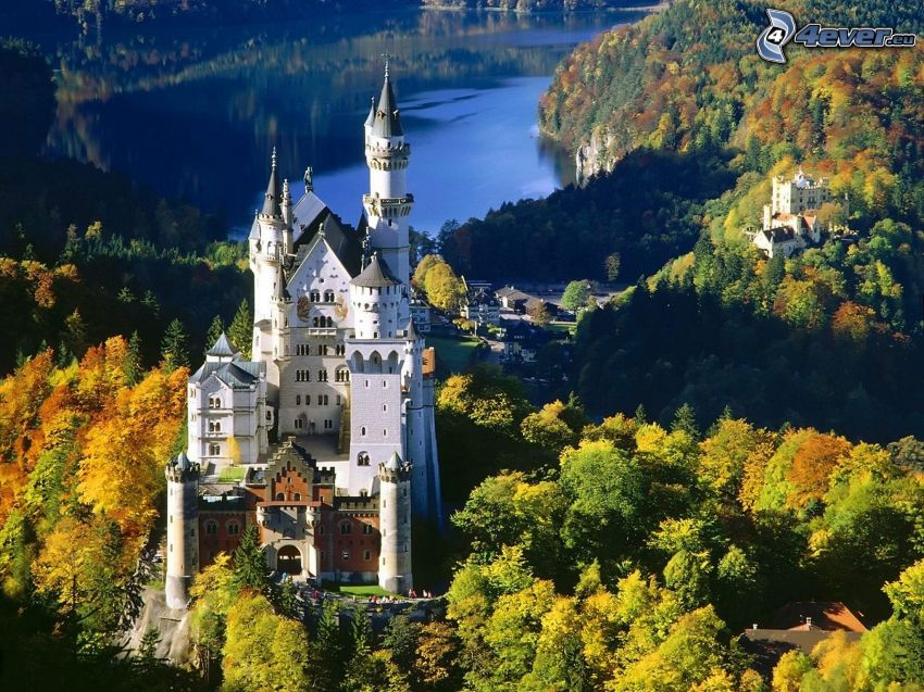 Neuschwanstein slott, Bayern, Tyskland, höst, Slottet Hohenschwangau
