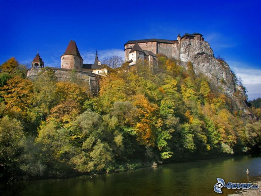 Orava slott, flod, skog, klippor