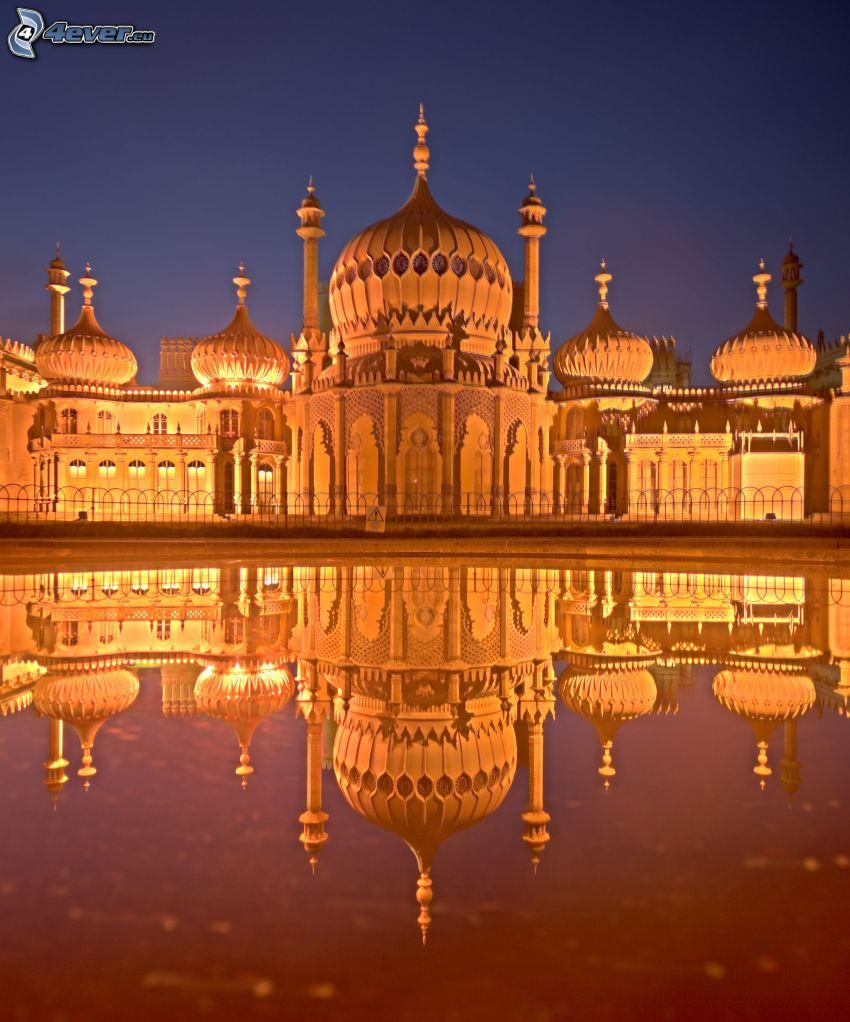 Royal Pavilion, natt, spegling