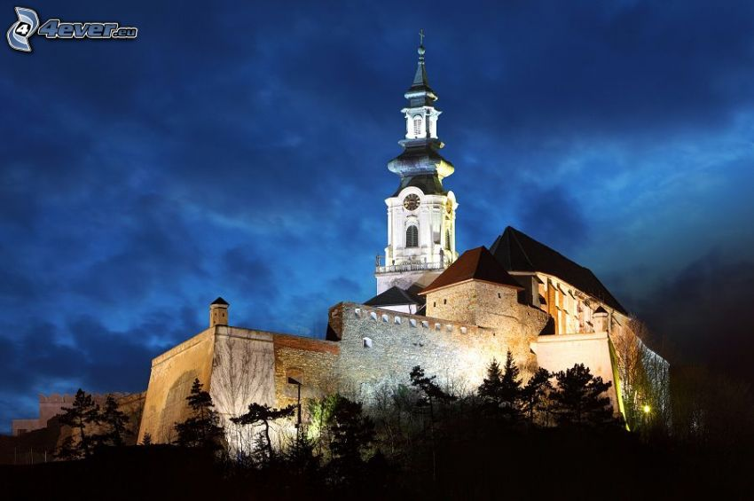 slott, Nitra, Slovakien, kväll, belysning