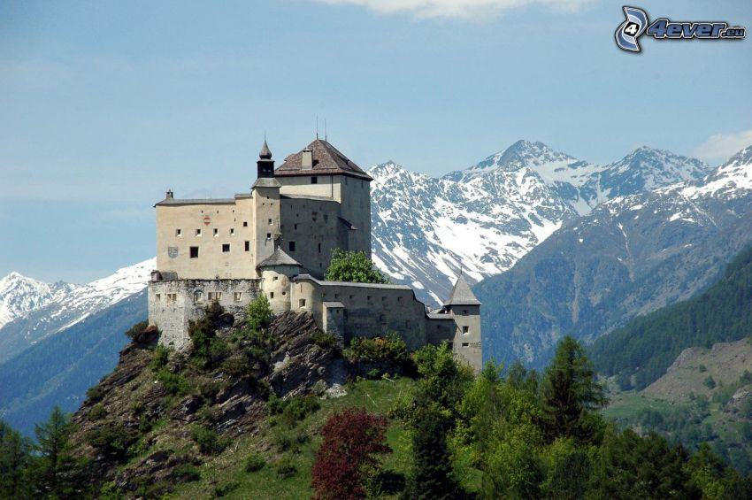 slottet Tarasp, klippiga berg