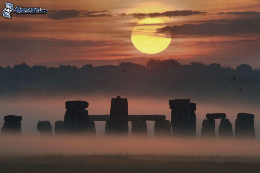Stonehenge, solnedgång, markdimma