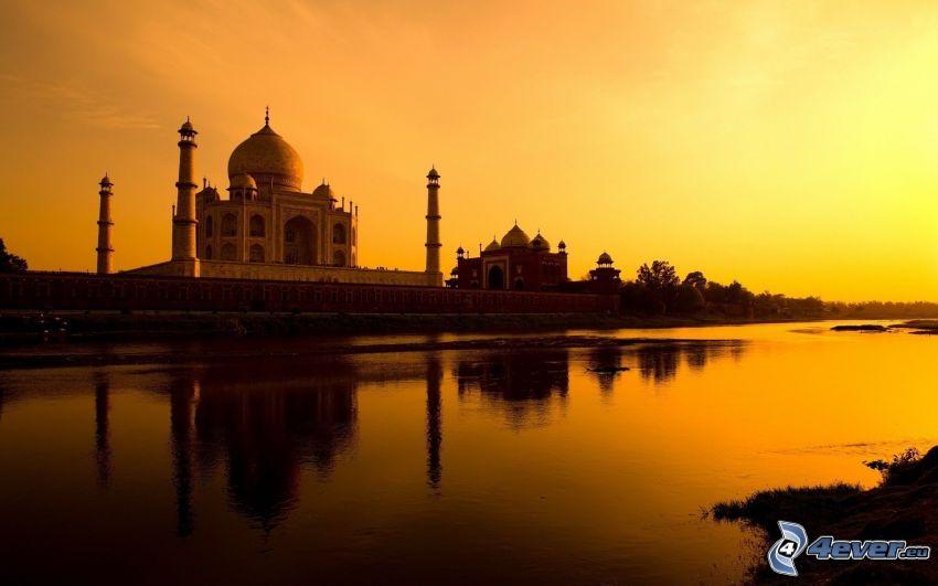 Taj Mahal, flod, gul himmel