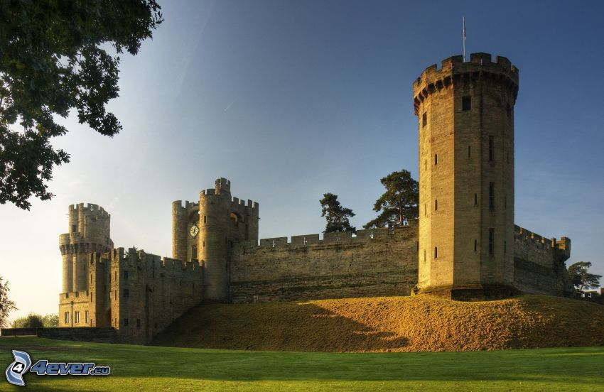 Warwick Castle, torn