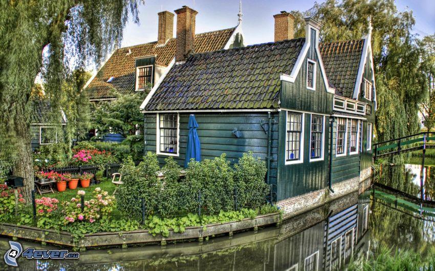 hus på vatten, trädgård, HDR