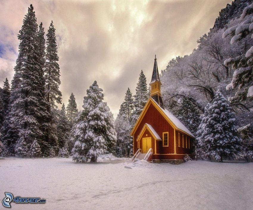 kyrka, snöigt landskap