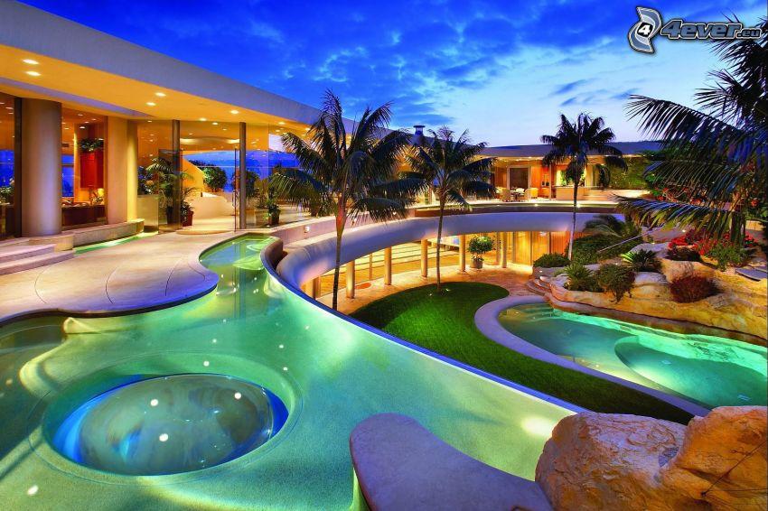 lyxigt hus, bassäng, palmer