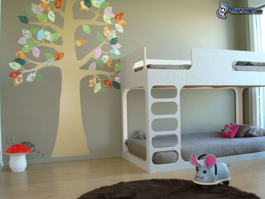 barnkammare, säng, tecknat träd, röd flugsvamp
