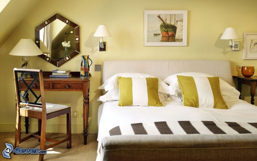sovrum, dubbelsäng, bord, spegel, bild