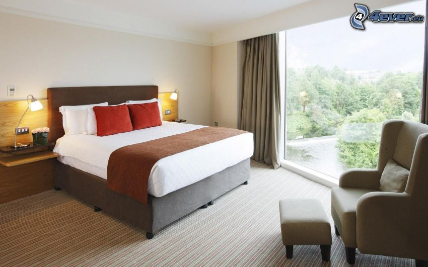 sovrum, dubbelsäng, fåtölj, fönster, utsikt