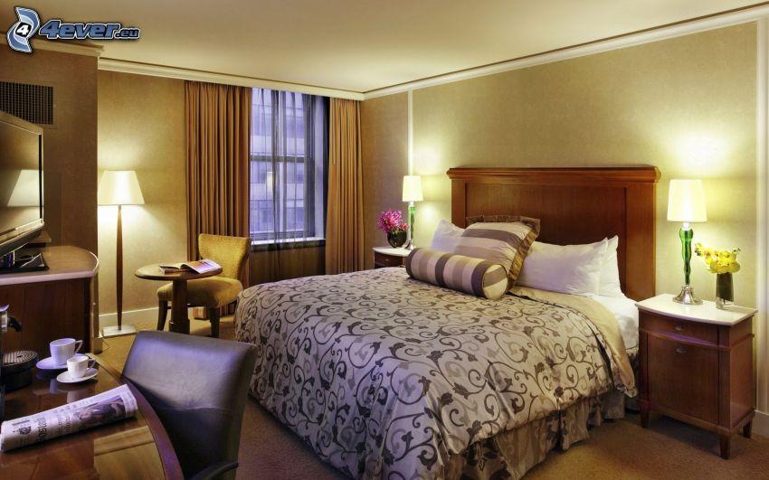 sovrum, dubbelsäng, fåtöljer, fönster, lampor