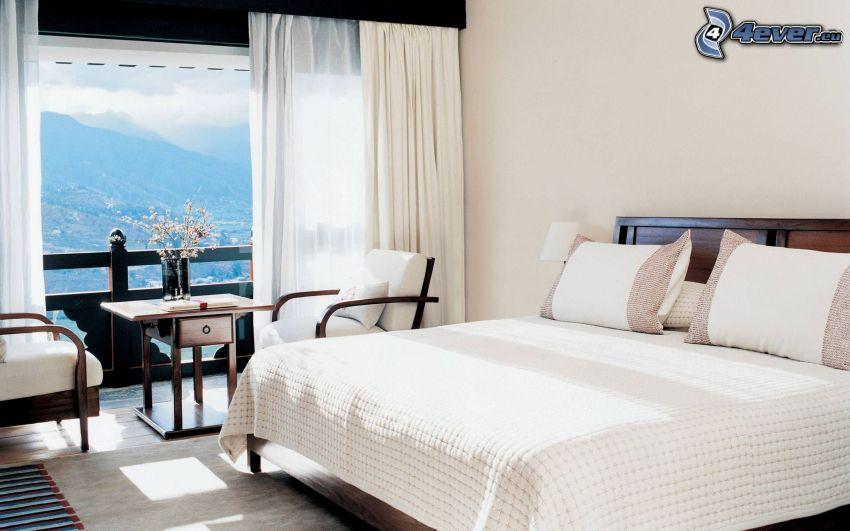 sovrum, dubbelsäng, fåtöljer, fönster, utsikt