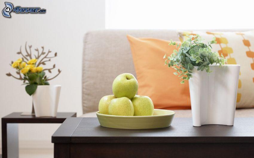 vardagsrum, gröna äpplen, blommor, soffa