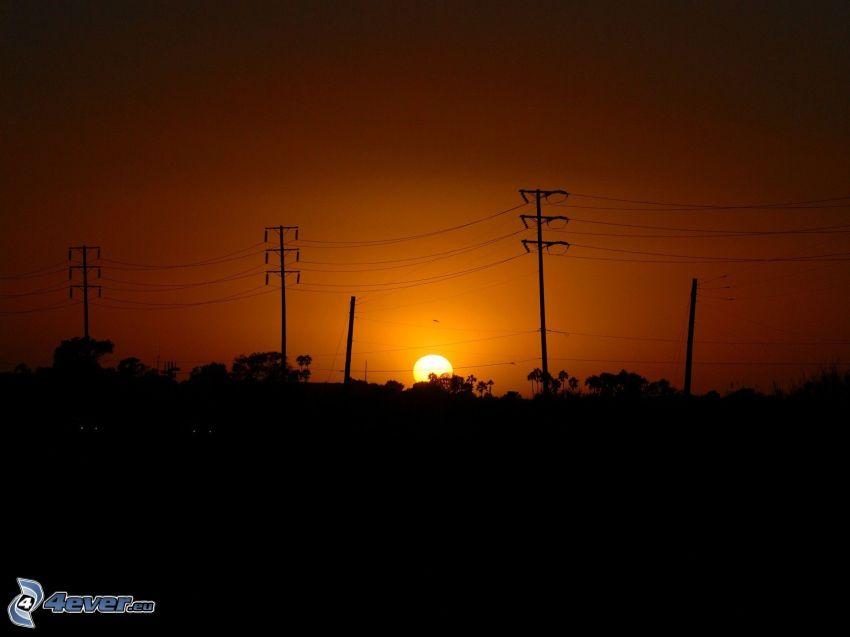 mörk solnedgång, elledningar, siluetter