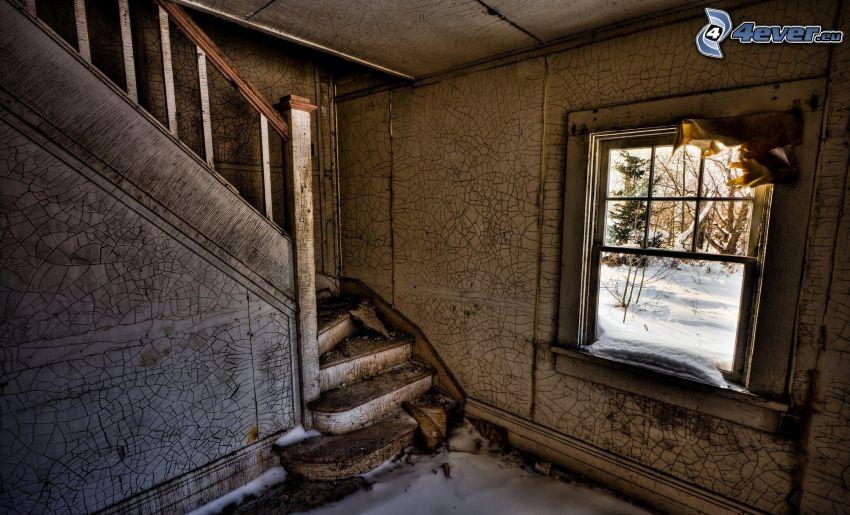 övergivet hus, gammalt hus, gammalt fönster, gammal trappa, sprucken vägg, HDR