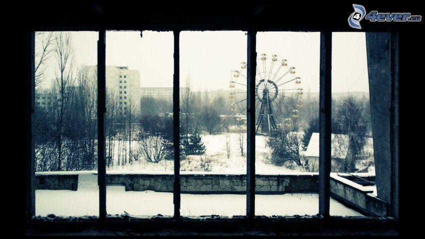 Pripyat, Tjernobyl, pariserhjul, snö, fönster, svartvitt foto