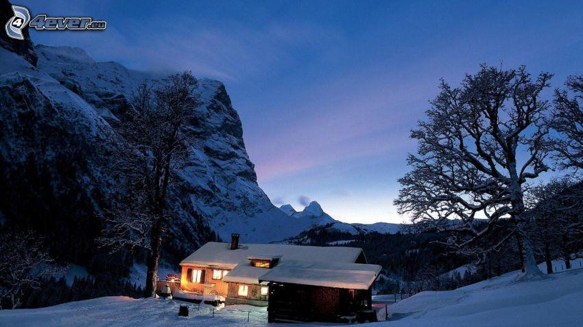 snöig stuga, snöig backe, snöigt landskap