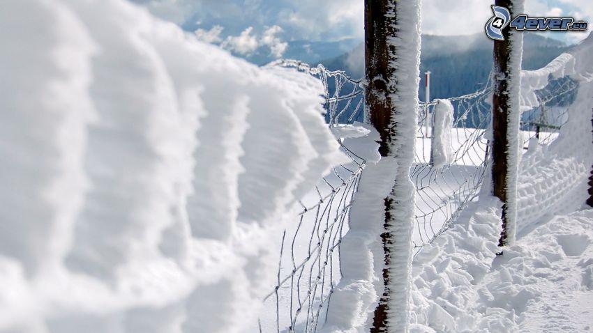 snötäckt staket, stängsel