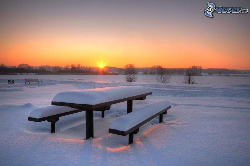 solnedgång, snötäckt bänk, snö