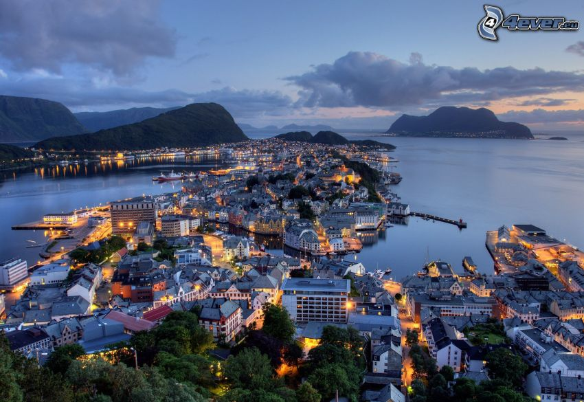 Ålesund, Norge, badort, kvällsstad