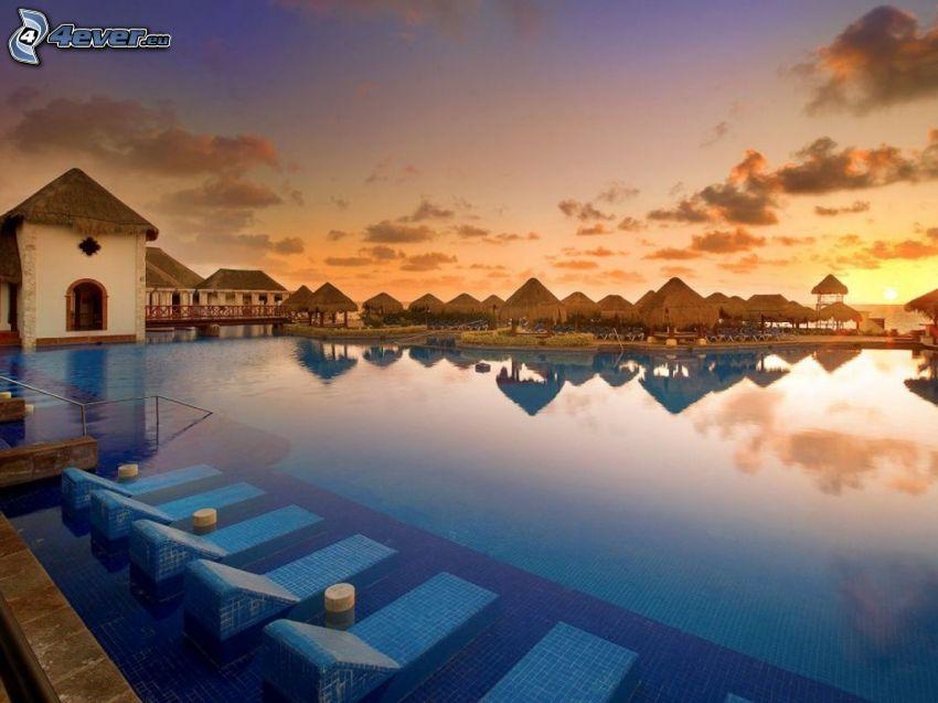 bassäng, solstolar, solnedgång, Cancún