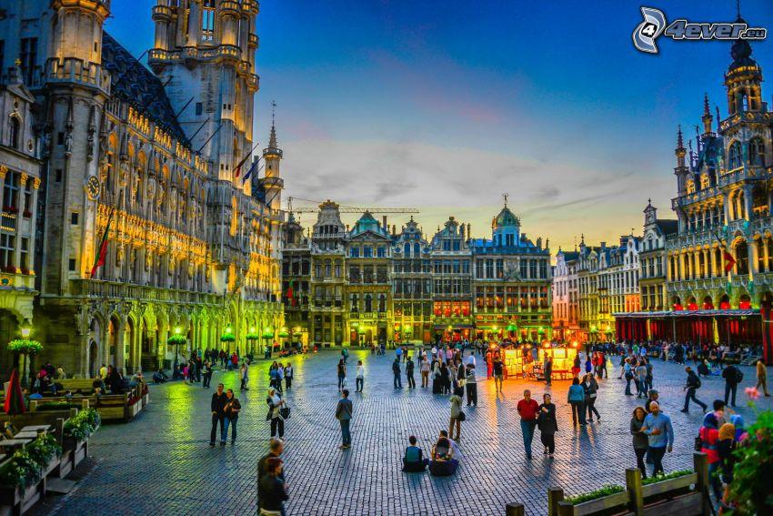 Bryssel, Belgien, torg, kvällsstad, människor, belysning