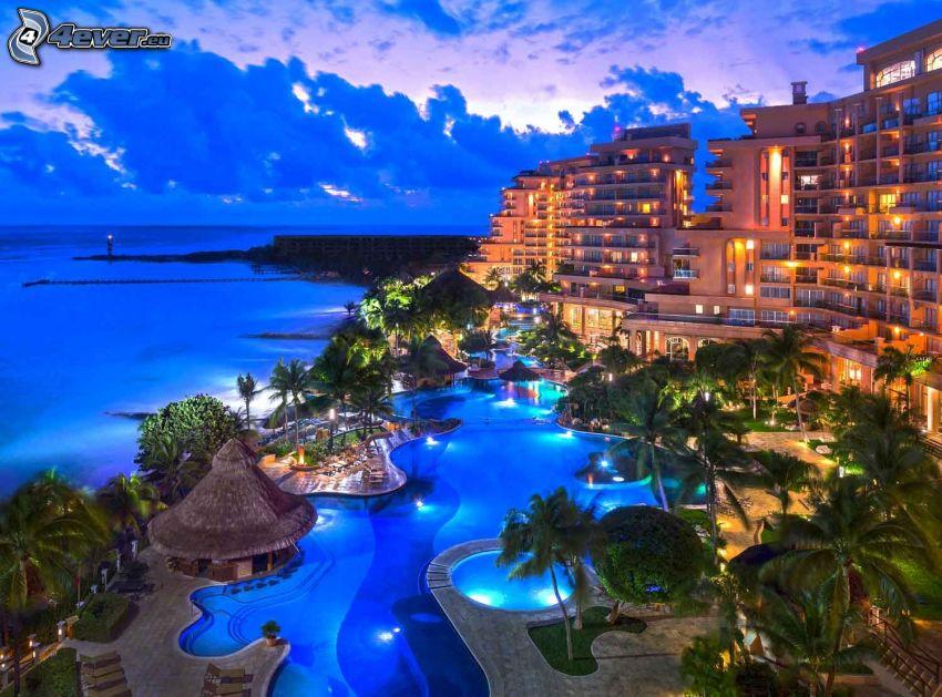 Cancún, hotel, bassäng, palmer, öppet hav, kväll