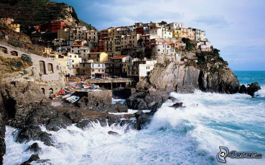 Cinque Terre, kuststad, stormigt hav