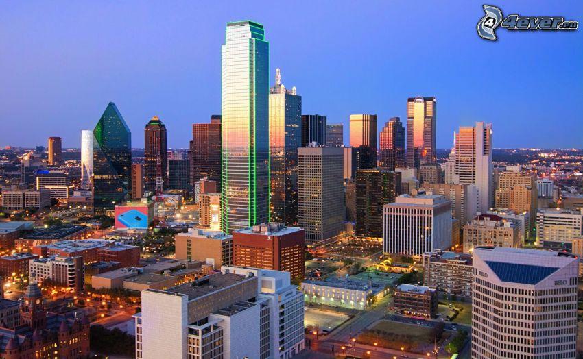Dallas, kvällsstad, skyskrapor