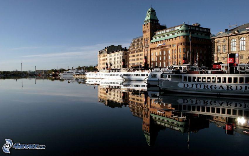 flod, fartyg, gamla byggnader