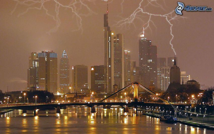 Frankfurt, Tyskland, blixt, storm, skyskrapor, bro, nattstad