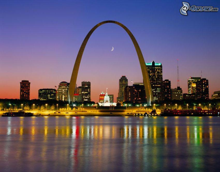 Gateway Arch, St. Louis, kvällsstad
