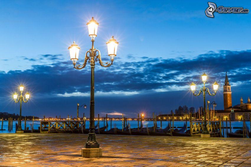 gatlyktor, kväll, Venedig