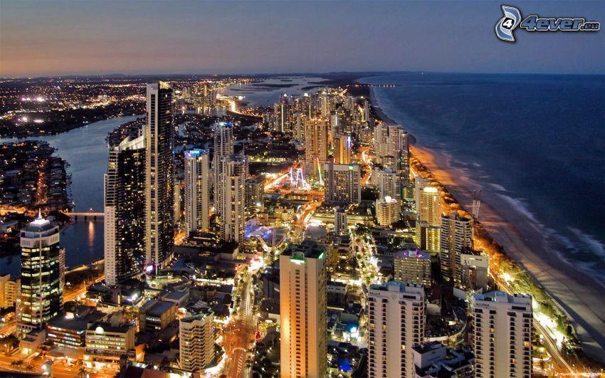 Gold Coast, kvällsstad, skyskrapor, hav