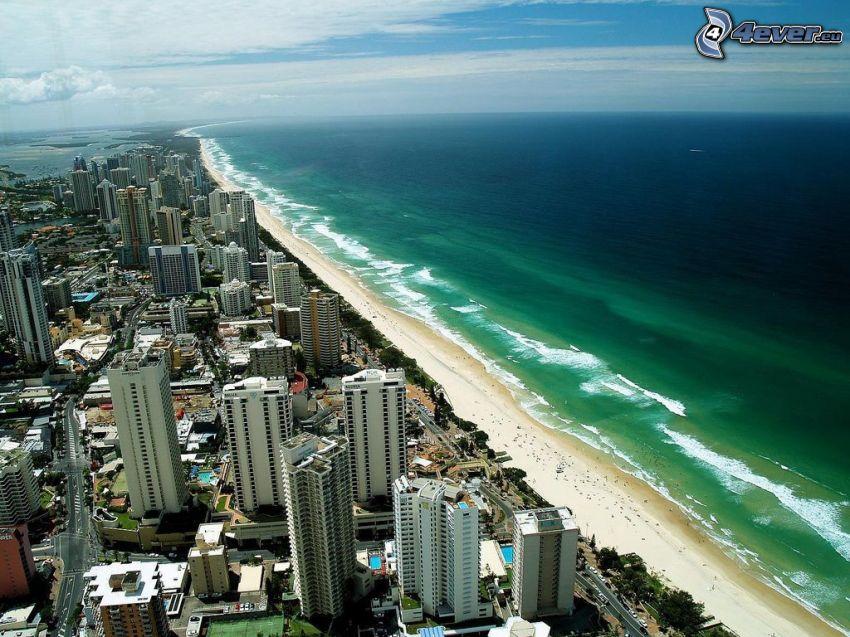 Gold Coast, skyskrapor, sandstrand, öppet hav