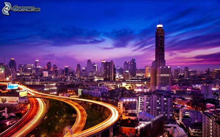 Houston, nattstad, skyskrapor, motorväg på natten