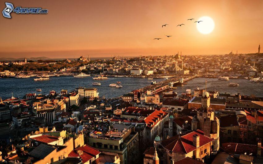 Istanbul, solnedgång över stad