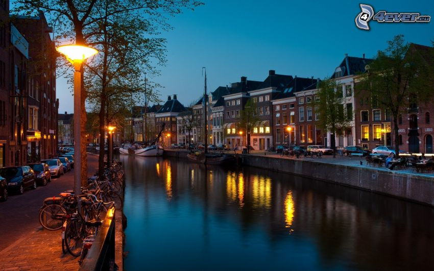 kvällsstad, flod, hus