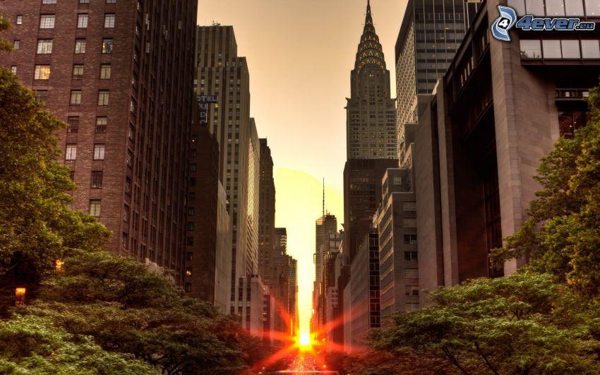 Manhattan, solnedgång i staden, gata, Chrysler Building