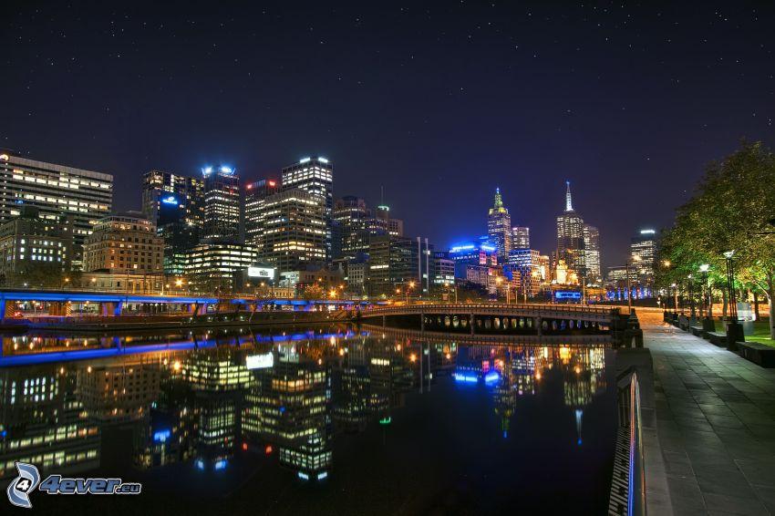 Melbourne, nattstad, spegling, vattenyta
