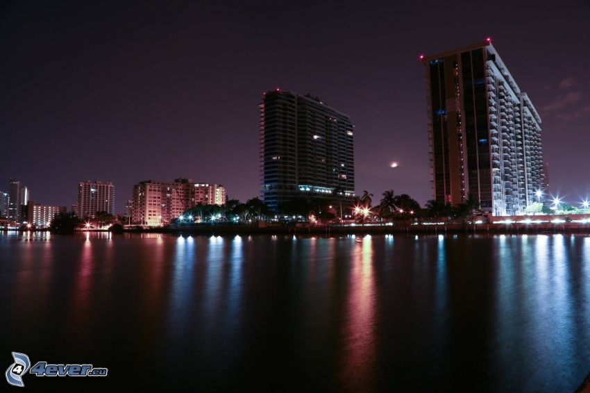 Miami, nattstad, skyskrapor, hav