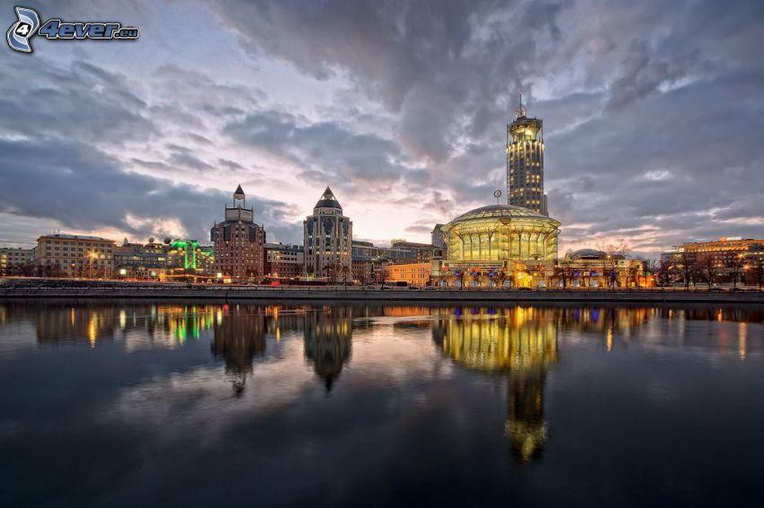 Moskva, byggnader, flod, spegling, kväll, efter solnedgången