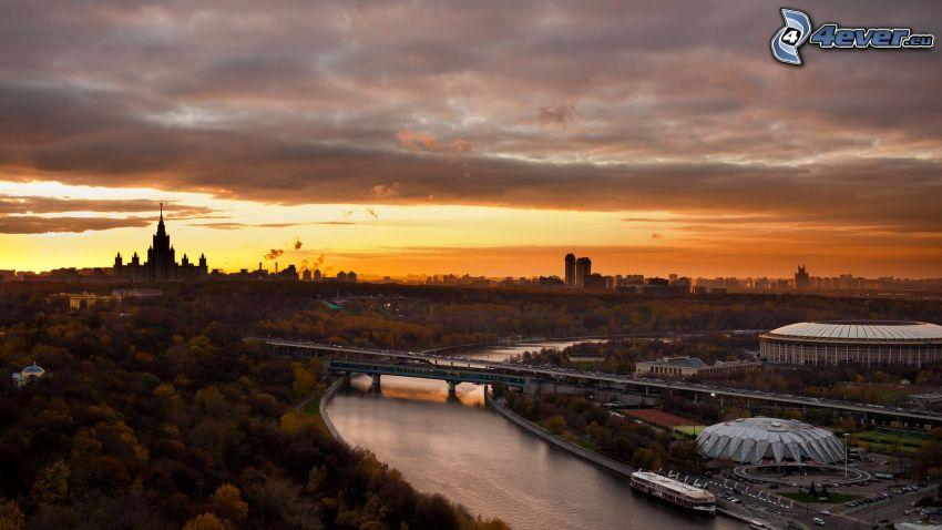 Moskva, kvällsjus, flod, bro, park