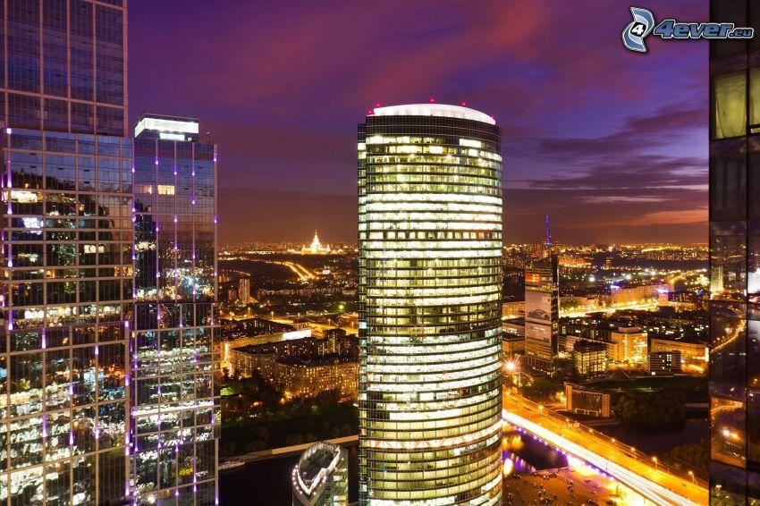 Moskva, skyskrapor, nattstad